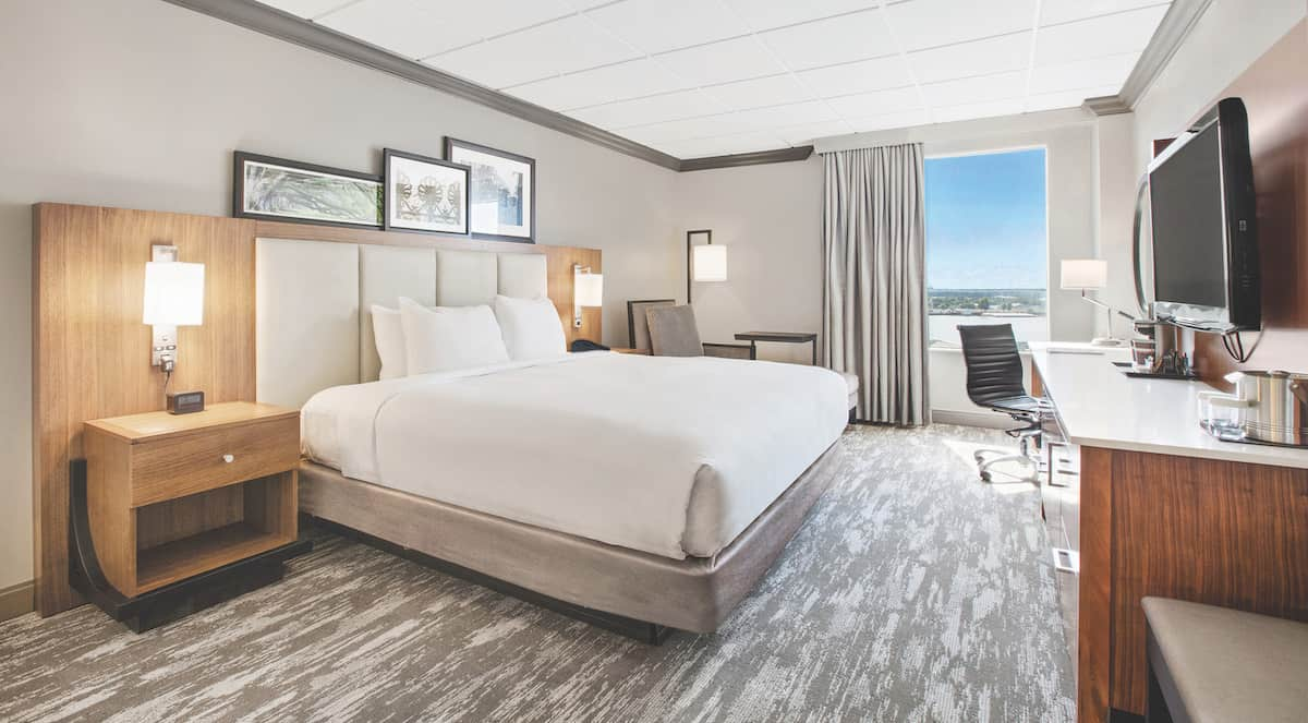 Doubletree Standard King River View