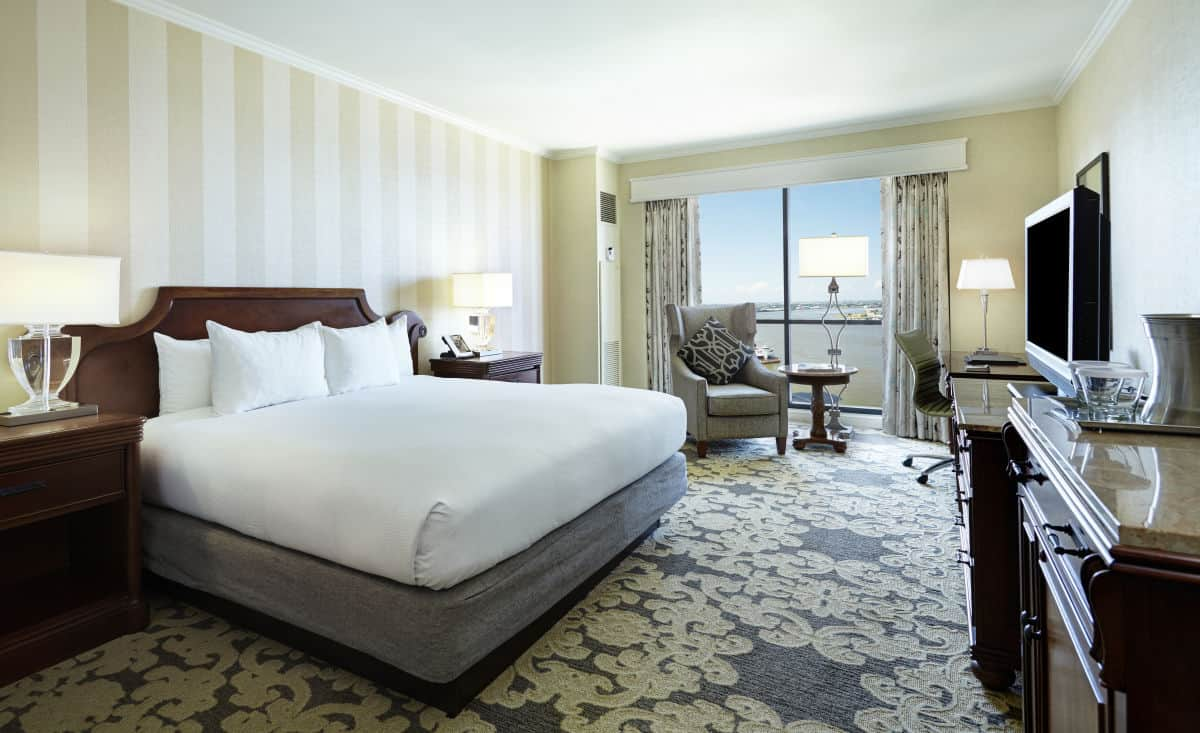 Hilton Riverside Guest room2