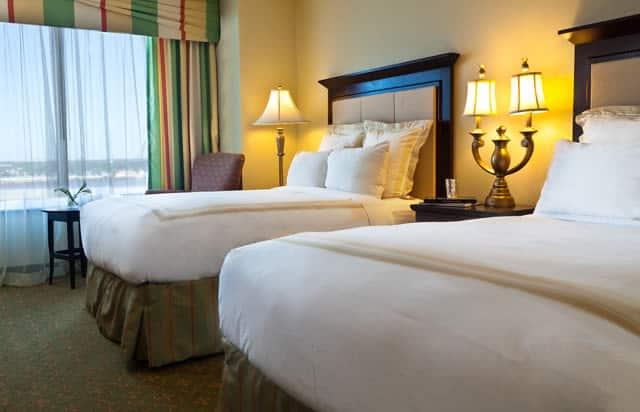 Marriott CC guest room2