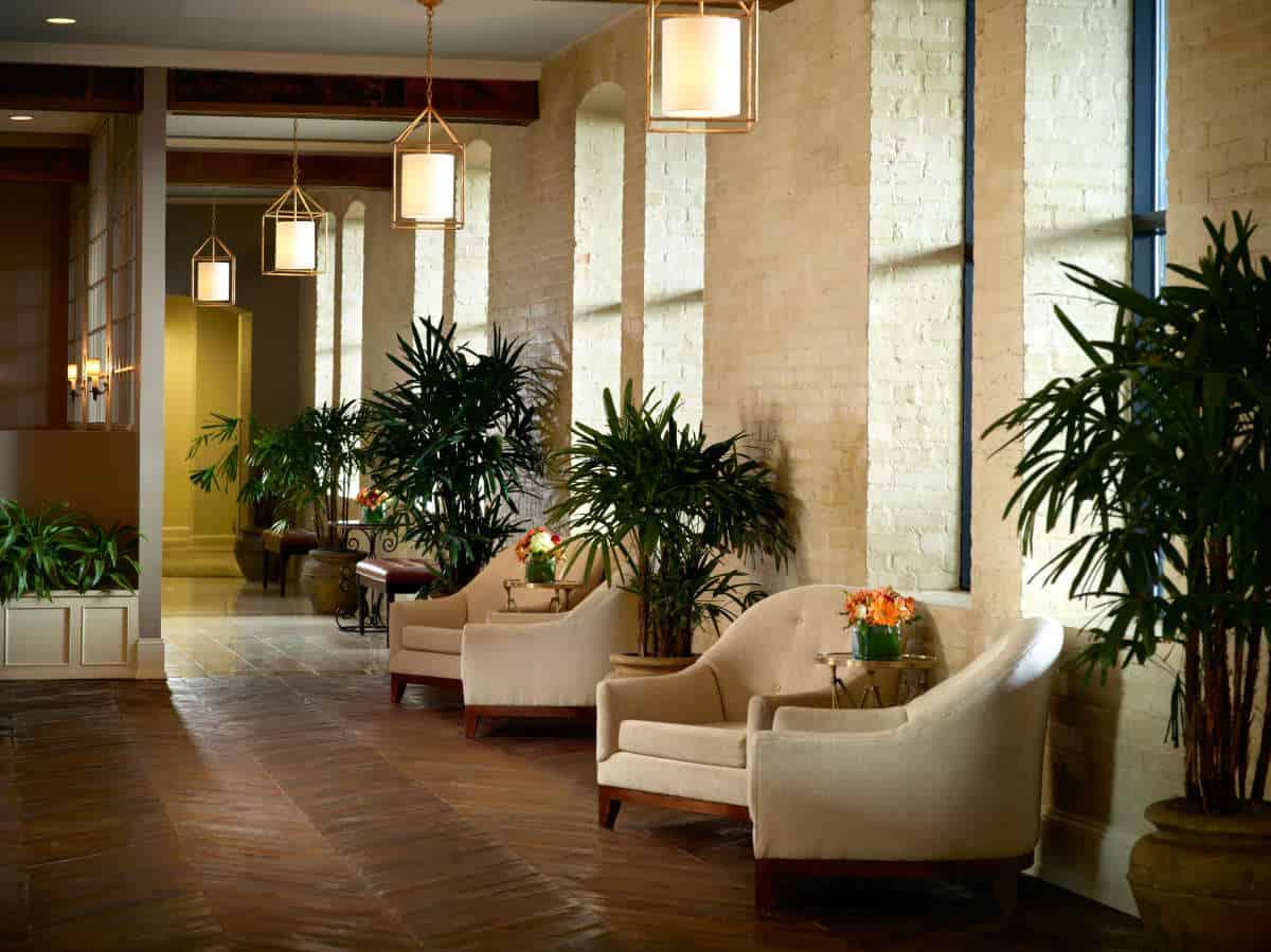 omni riverfront lobby